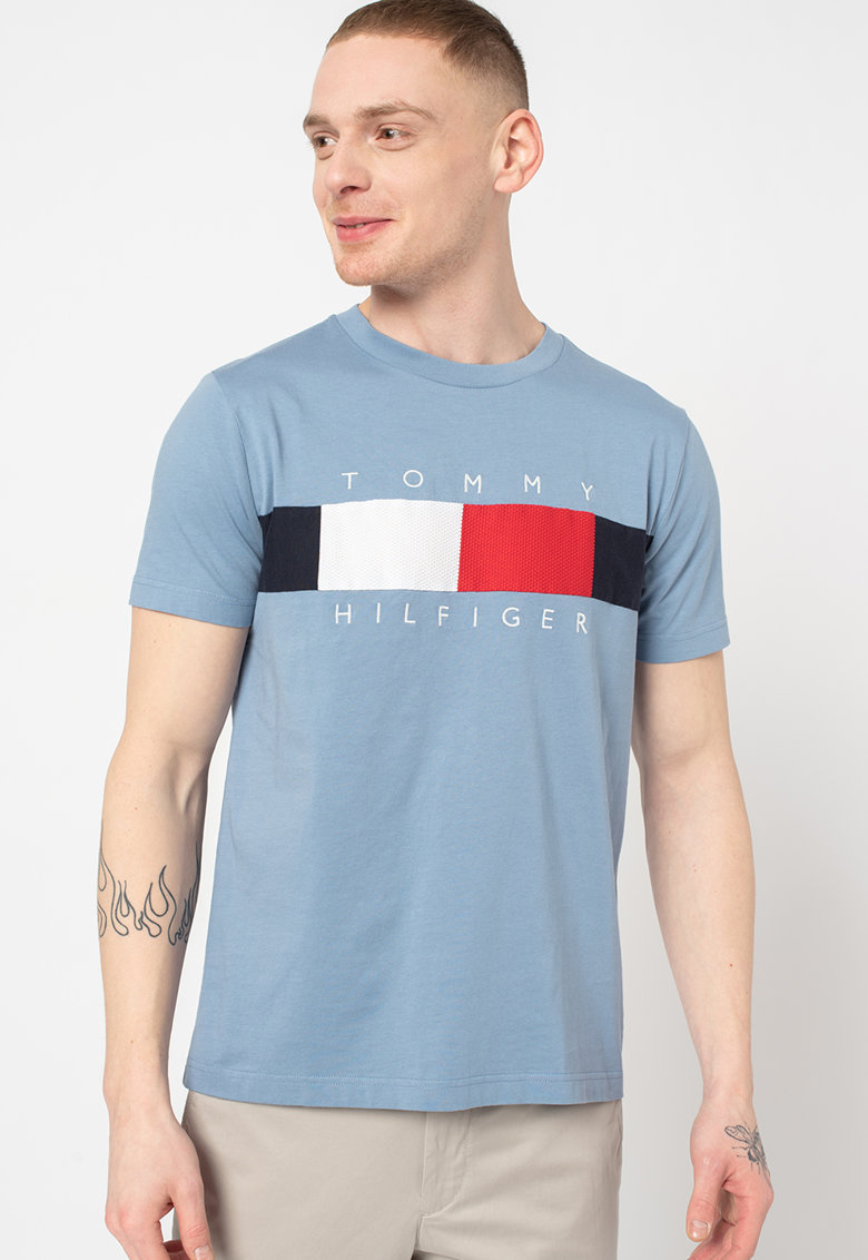 Tricou cu decolteu la baza gatului si model logo imagine fashiondays.ro Tommy Hilfiger