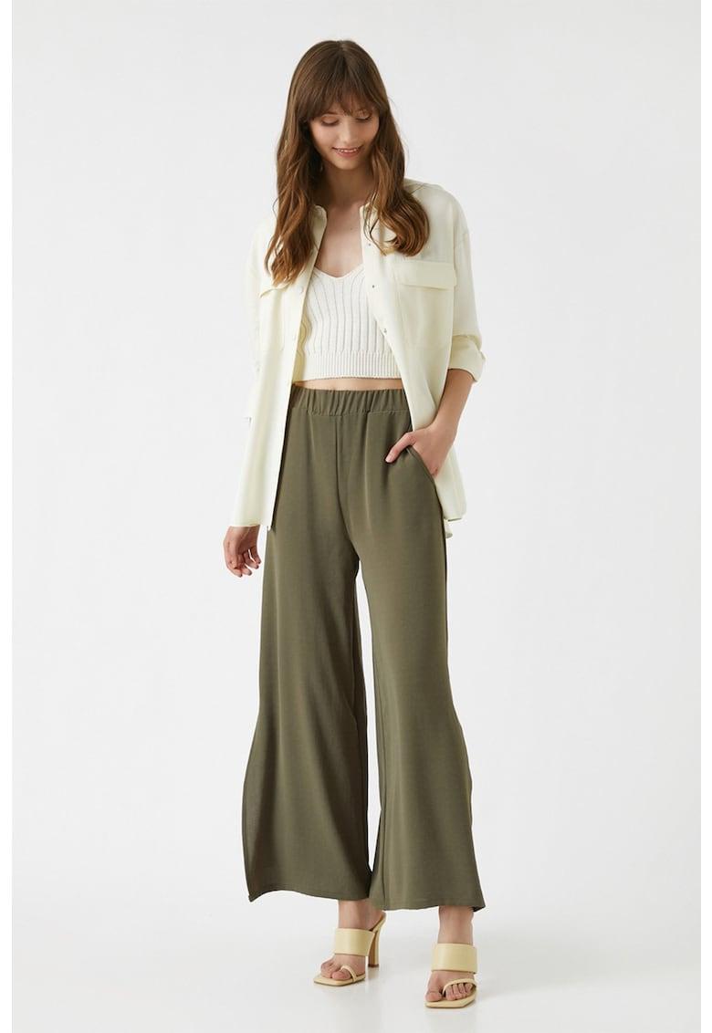 Pantaloni evazati cu talie inalta si slituri laterale