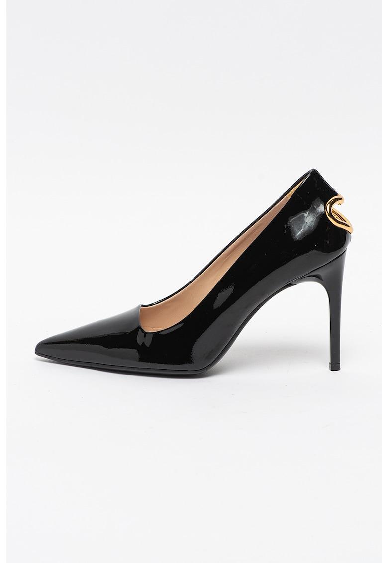 Pantofi din piele lacuita cu varf ascutit si decupaj in forma de inima pe partea din spate