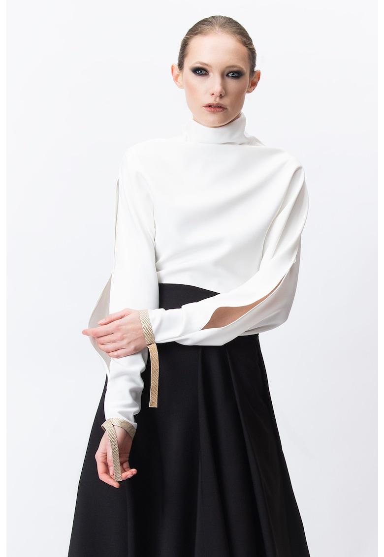 Bluza cu guler inalt si maneci cu slit imagine fashiondays.ro A&S Negulescu