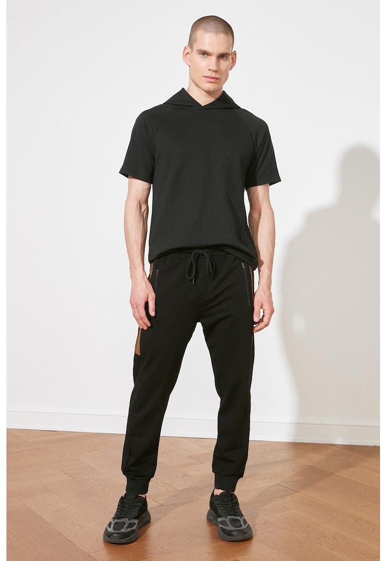 Pantaloni sport cu snur si garnituri de plasa