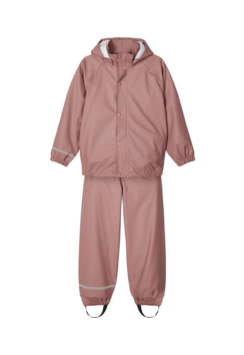Set de pantaloni si jacheta impermeabila - 2 piese imagine fashiondays.ro 2021