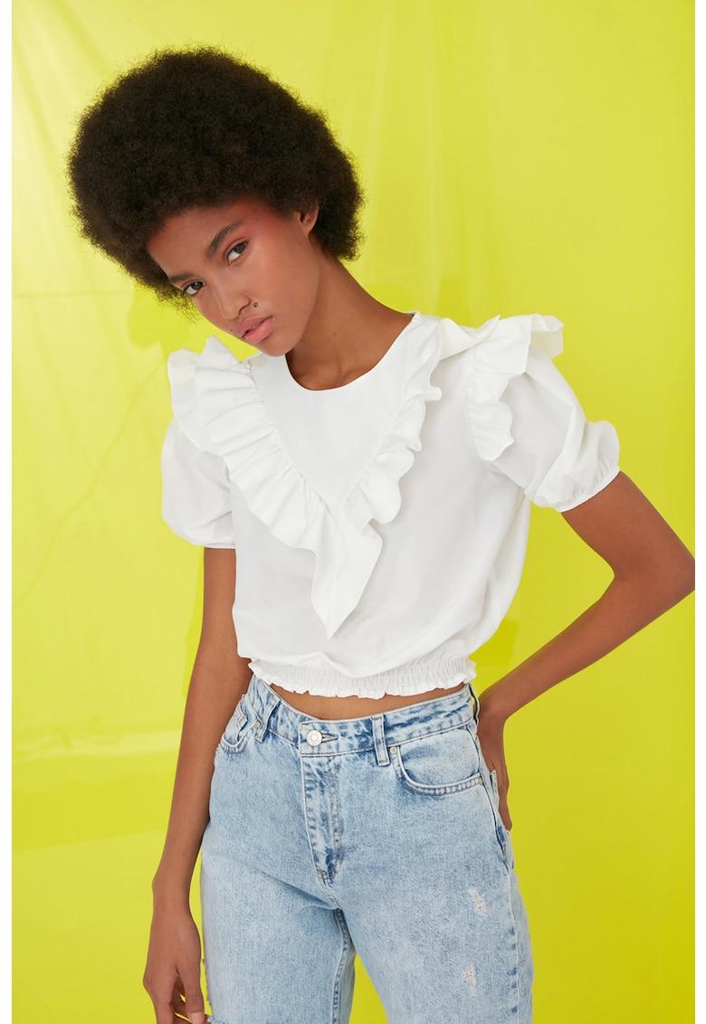 Bluza crop cu volane imagine fashiondays.ro Trendyol