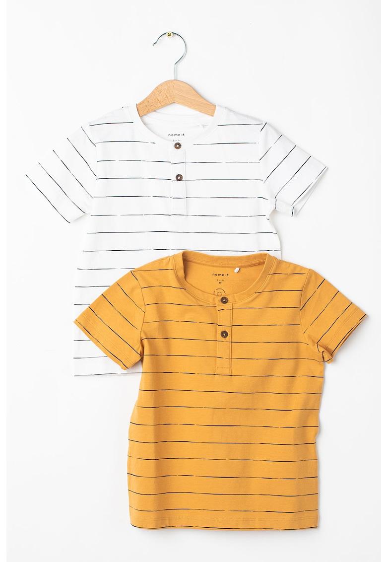 Set de tricouri din amestec de bumbac organic cu model in dungi - 2 piese imagine fashiondays.ro 2021