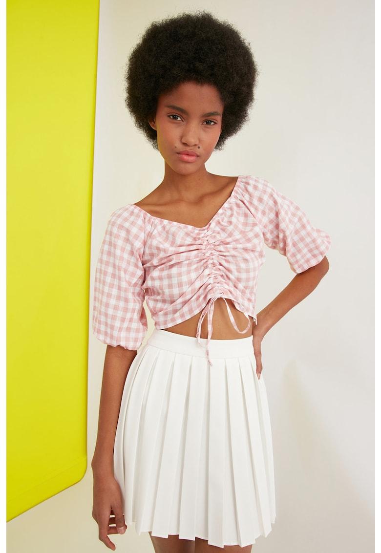 Bluza crop cu drapaj si model gingham imagine fashiondays.ro Trendyol