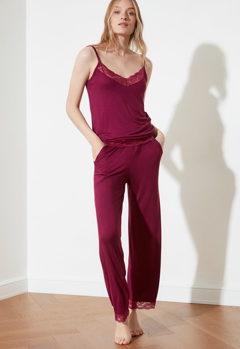 Pijama cu insertii de dantela imagine fashiondays.ro 2021