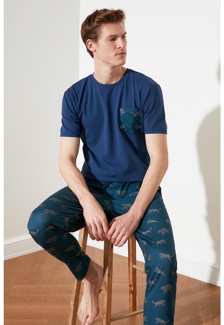 Pijama cu maneci scurte si buzunar pe piept imagine fashiondays.ro 2021
