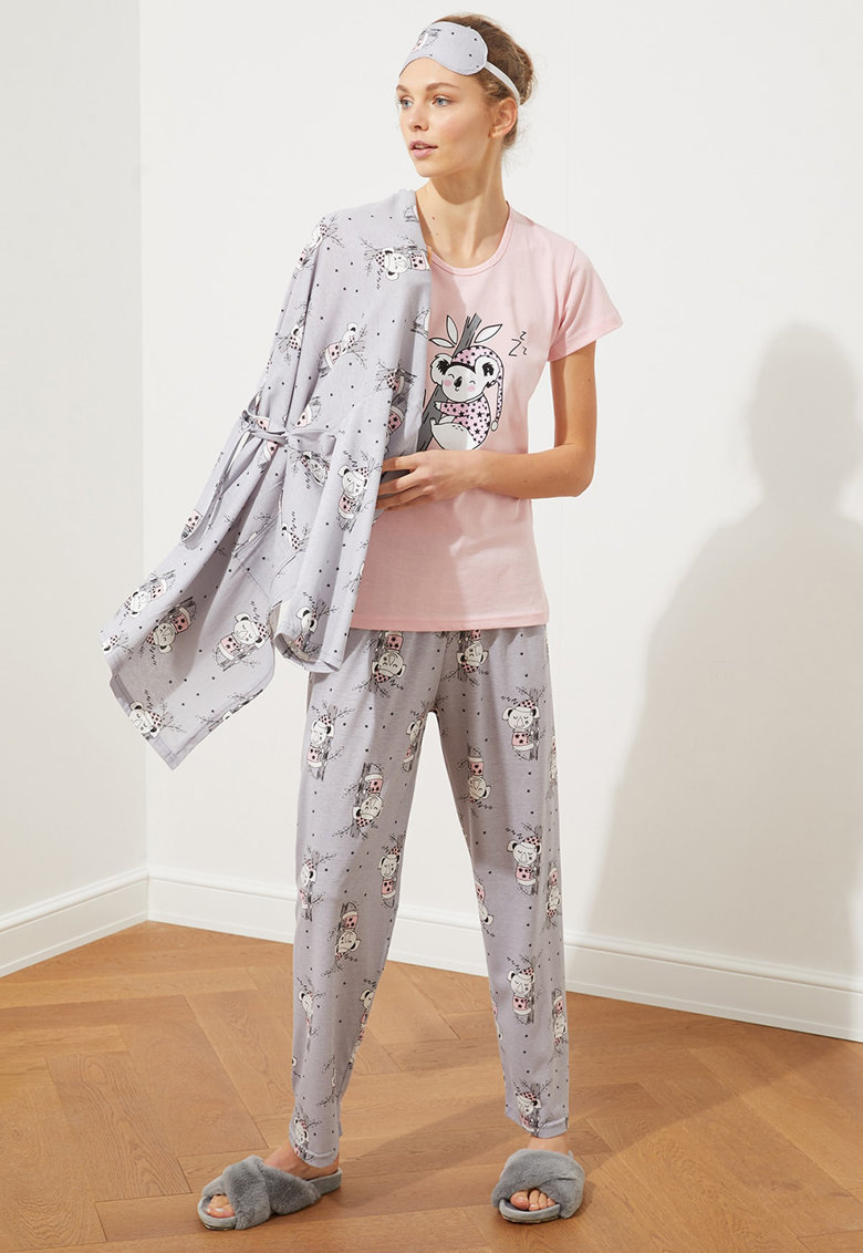 Set de halat si pijama cu imprimeu - 3 piese imagine fashiondays.ro 2021