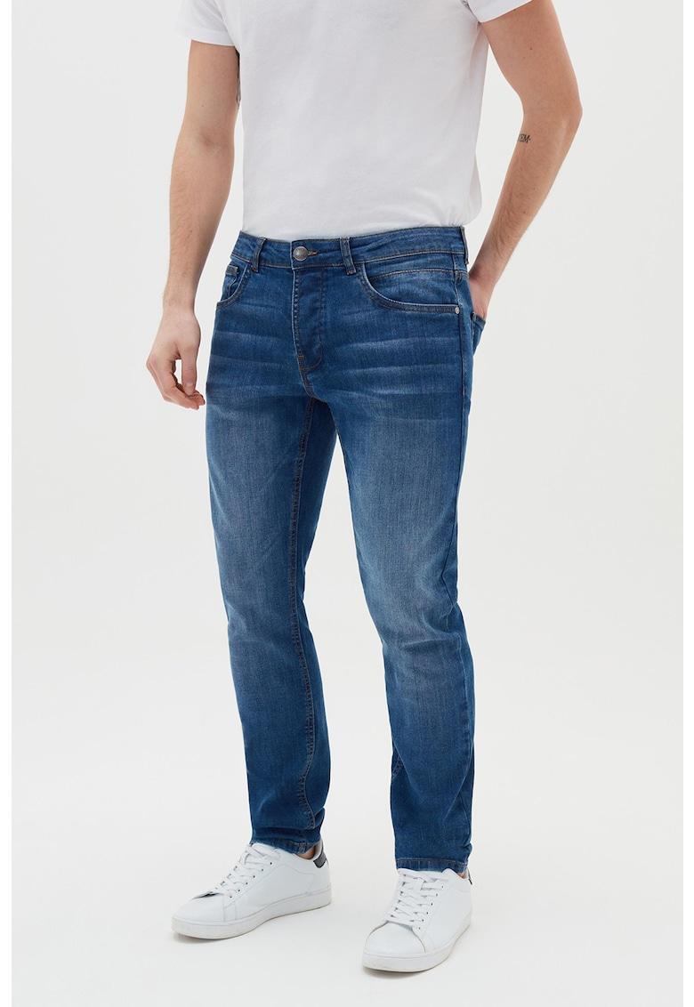 Blugi slim fit elastici cu aspect decolorat imagine fashiondays.ro 2021