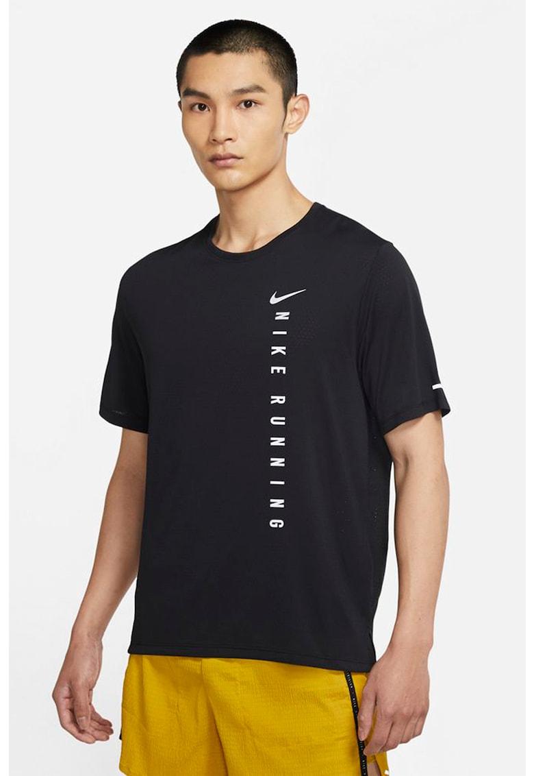 Tricou cu tehnologie Dri-FIT si imprimeu logo pentru alergare Miler Run Division de la Nike