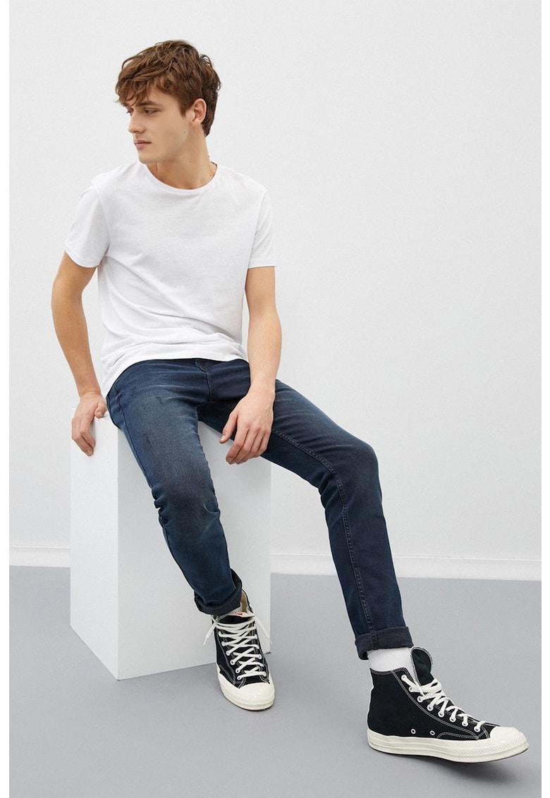 Blugi slim fit cu detalii cu aspect deteriorat imagine fashiondays.ro 2021