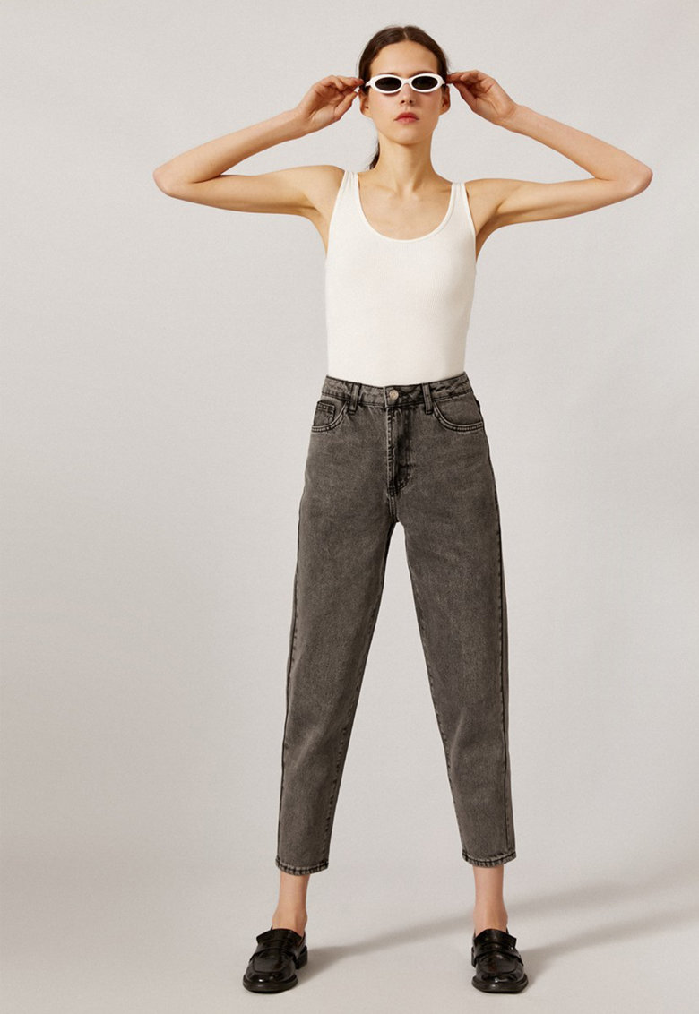 Blugi crop mom fit imagine fashiondays.ro 2021