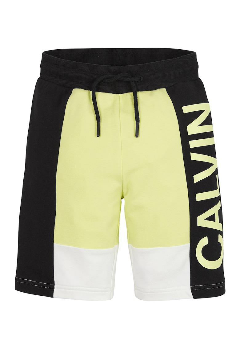 Pantaloni sport scurti din amestec de modal cu logo supradimensionat imagine fashiondays.ro 2021