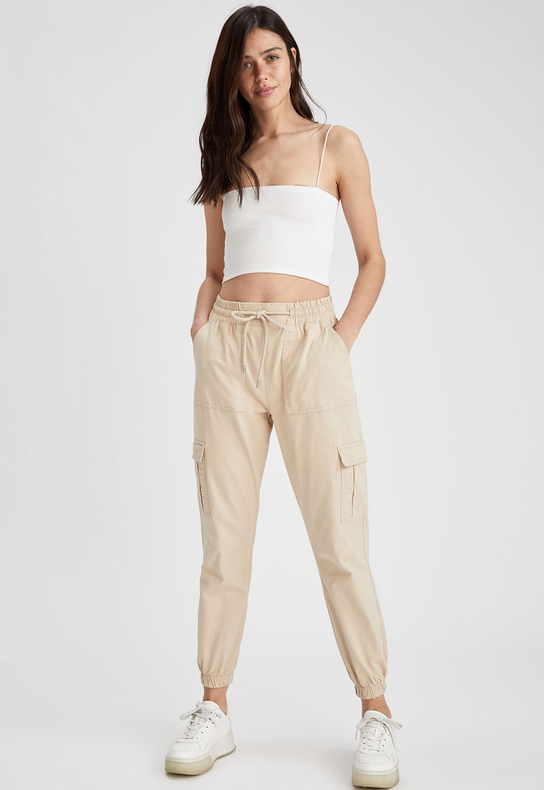 Pantaloni cargo crop cu snur in talie imagine fashiondays.ro 2021