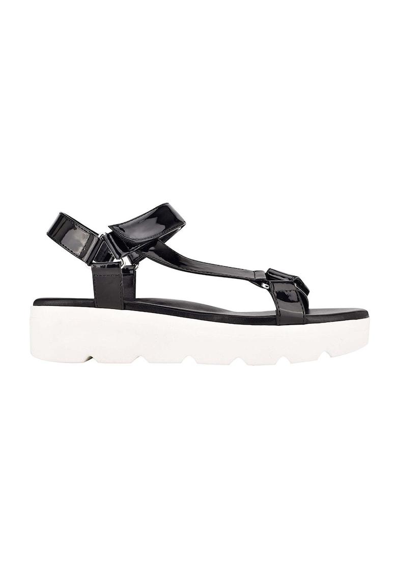 Sandale de piele ecologica cu aspect lacuit Bringly de la NINE WEST