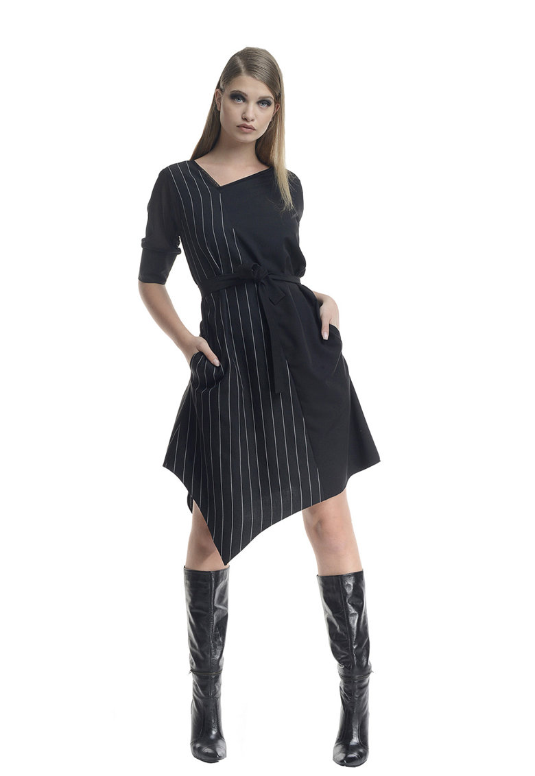 Rochie asimetrica cu buzunare laterale imagine fashiondays.ro Larisa Dragna