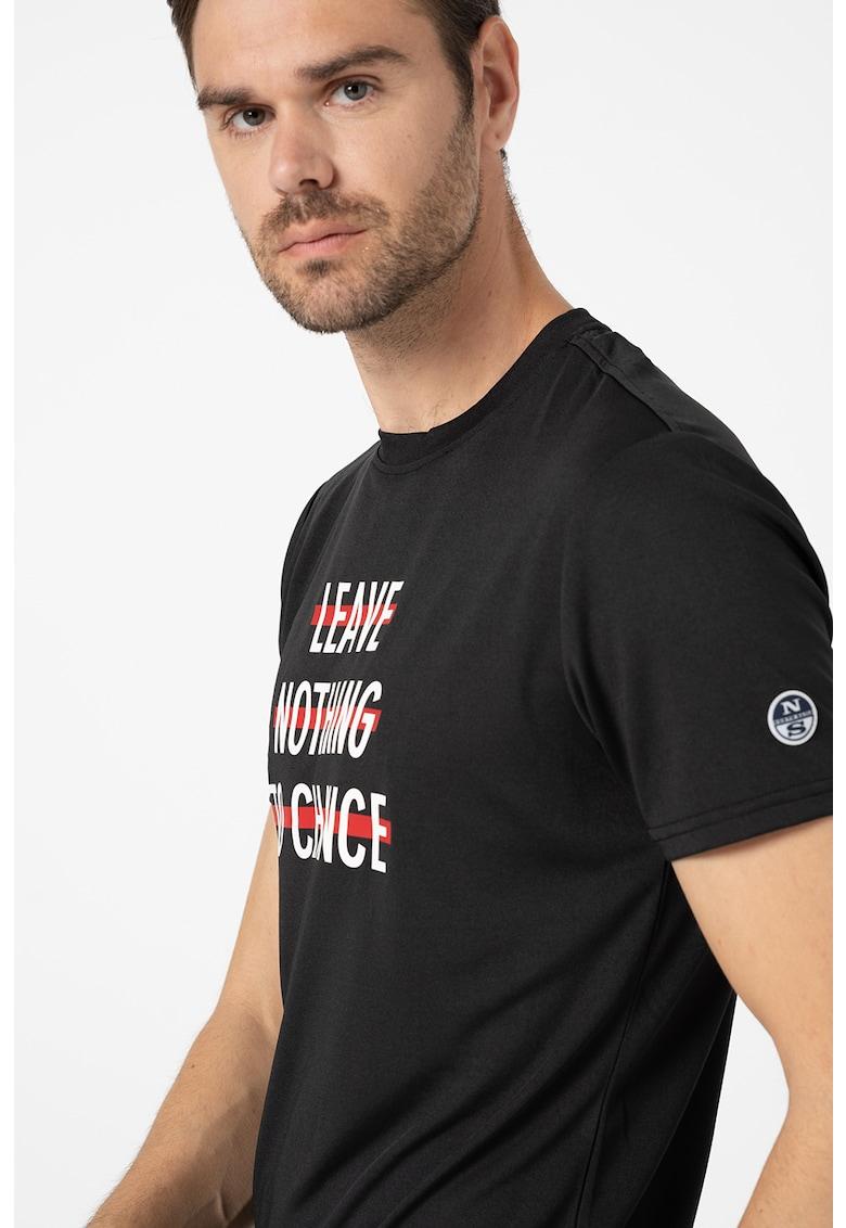 Tricou cu decolteu la baza gatului si detaliu logo pe piept Mistral