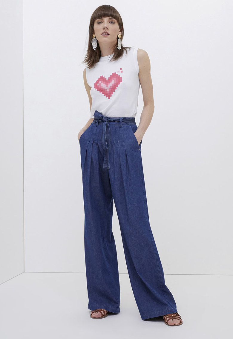 Pantaloni cu croiala ampla si detalii plisate