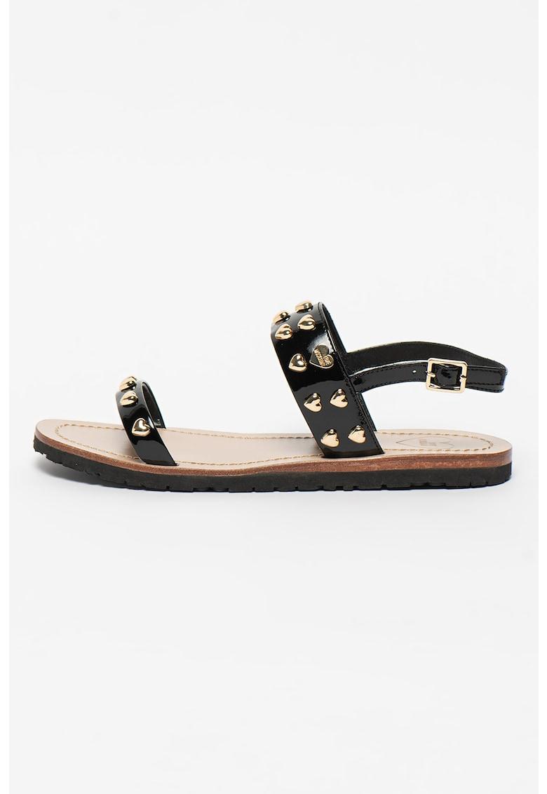 Sandale din piele lacuita cu aplicatii cu inimi metalice