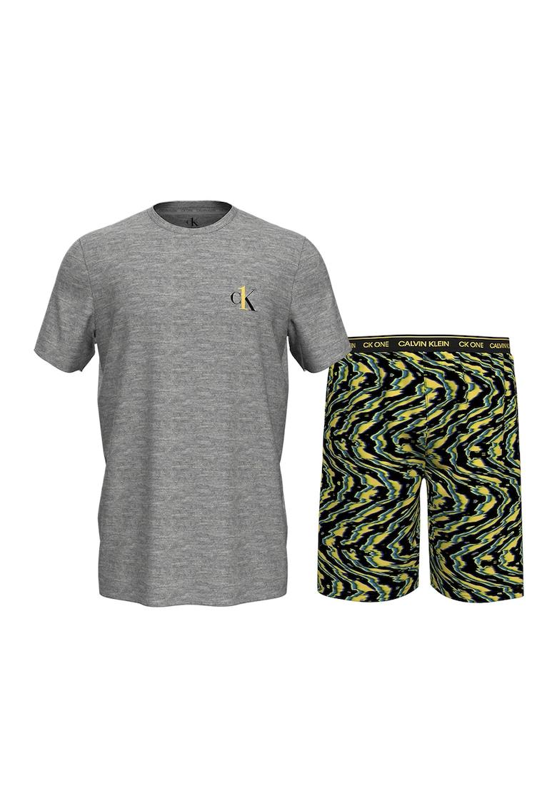 Pijama cu pantaloni scurti cu dungi