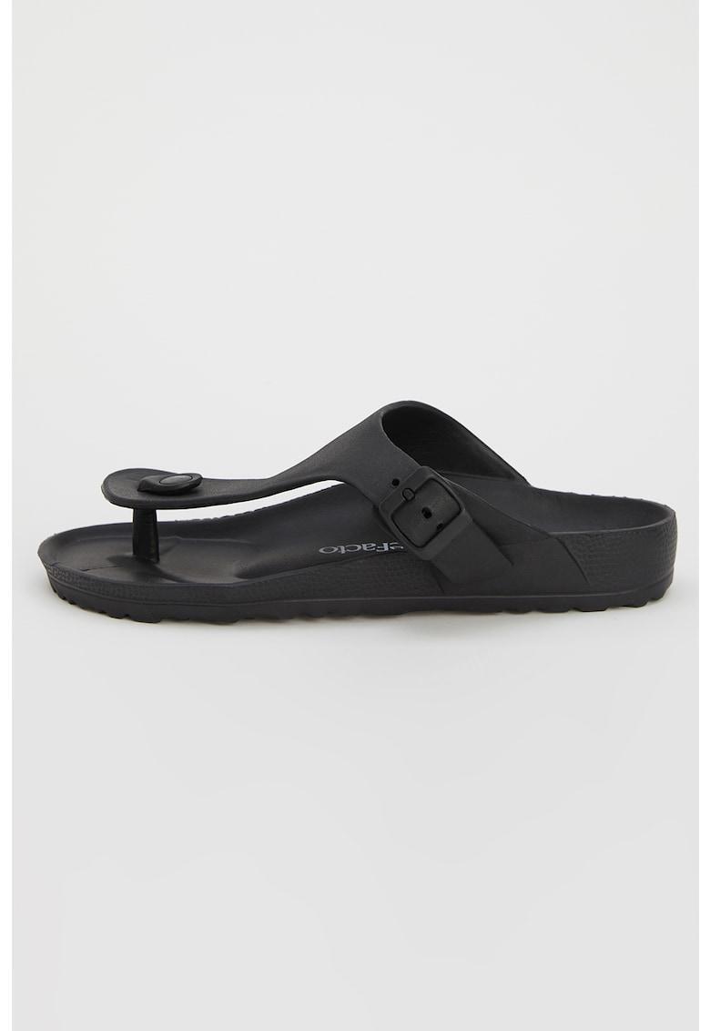 Papuci de piele ecologica cu bareta separatoare