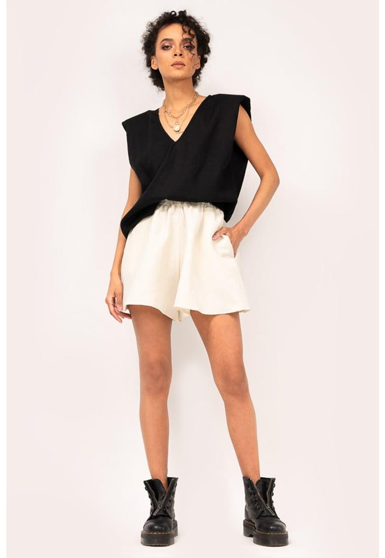 Set de pantaloni scurti si bluza de in - 2 piese imagine fashiondays.ro BLUZAT