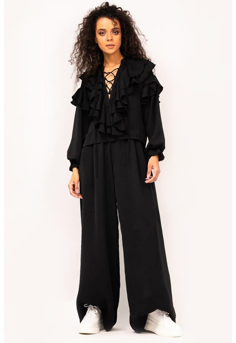 Set de bluza si pantaloni cu croiala ampla imagine fashiondays.ro BLUZAT