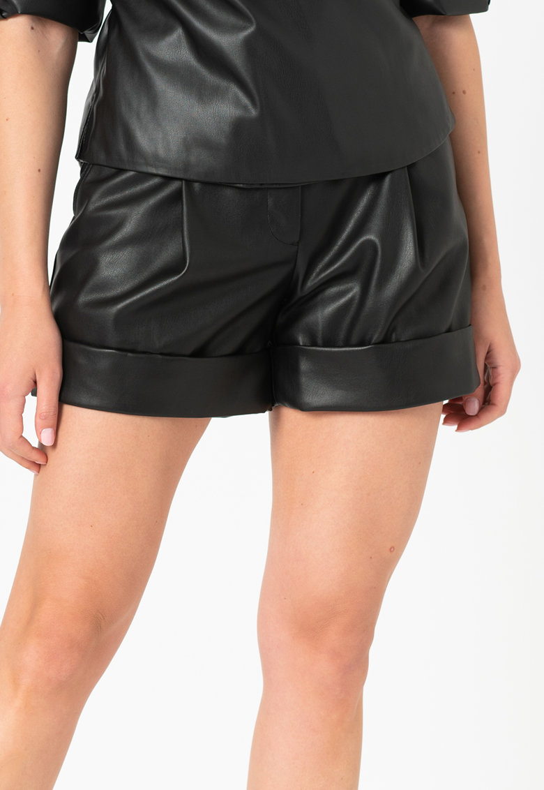 Pantaloni scurti de piele ecologica cu buzunare