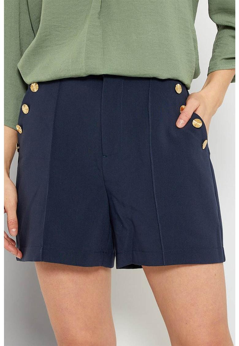Pantaloni scurti cu buzunare oblice si nasturi decorativi