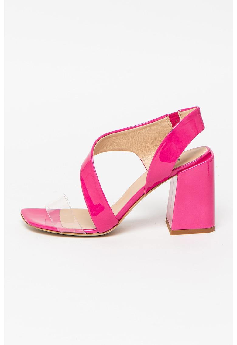 Sandale cu insertii din piele lacuita