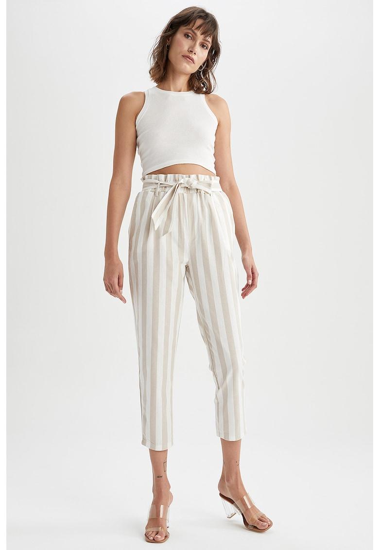 Pantaloni crop cu croiala conica si cordon