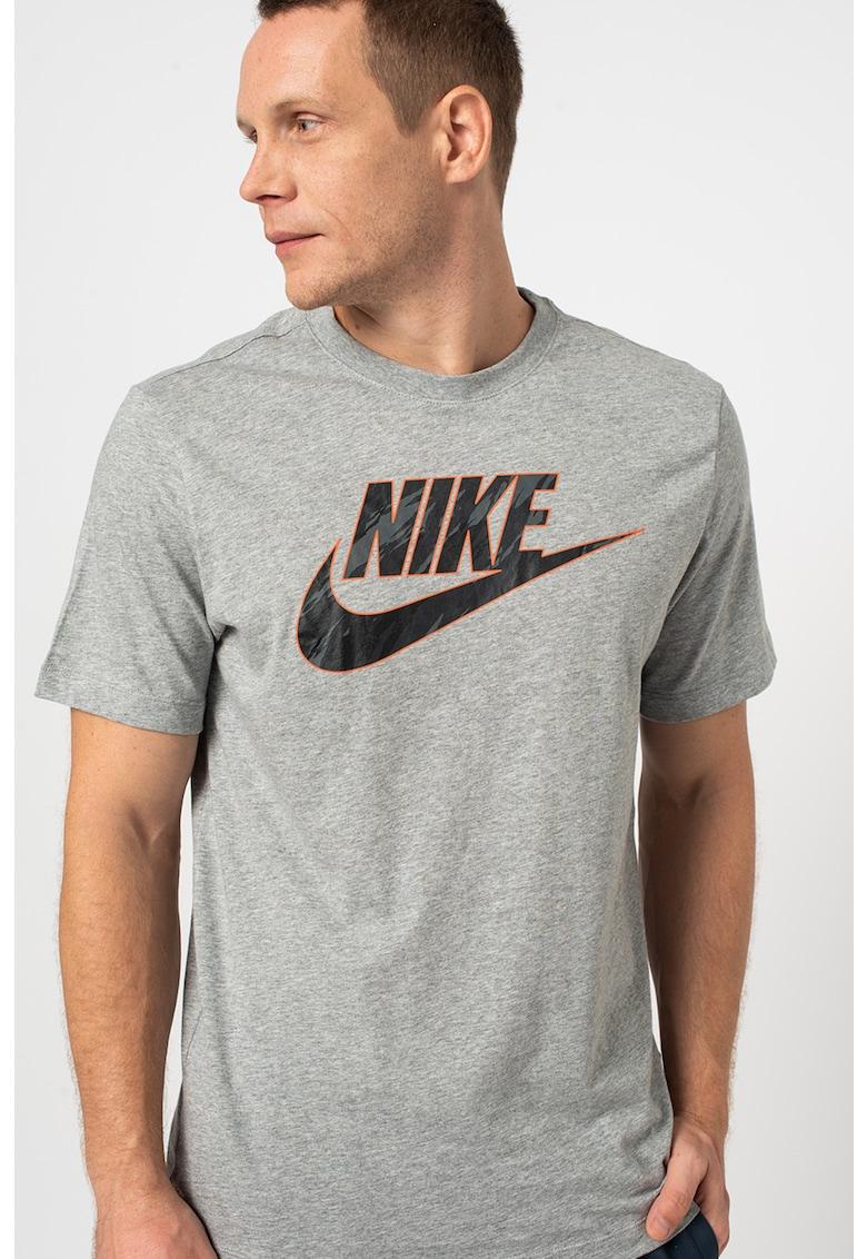 Nike Tricou cu decolteu la baza gatului si imprimeu logo Sportswear Essential