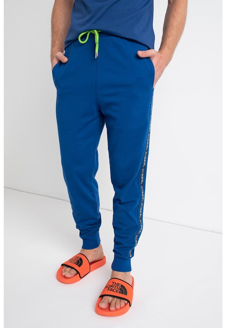 Pantaloni sport de casa cu snur si logo pe laterale Peter