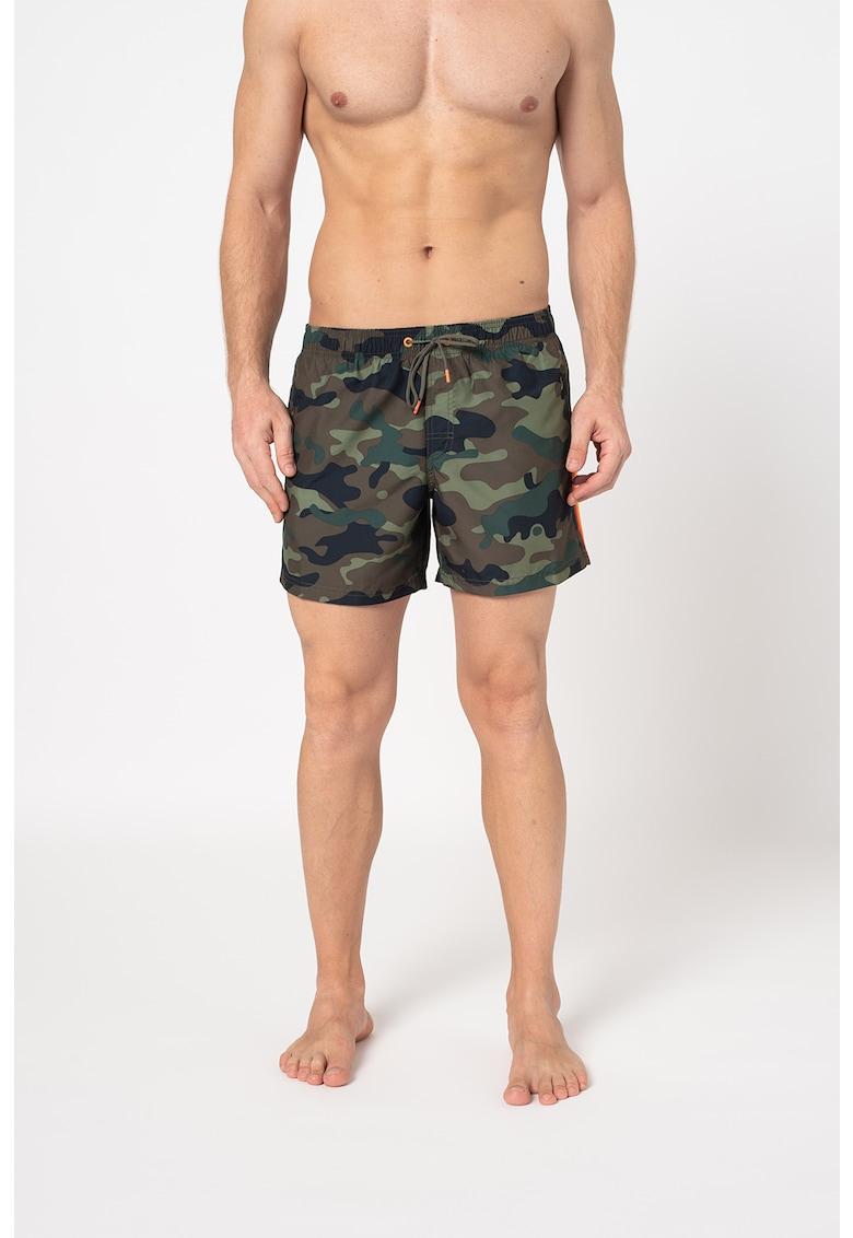 Sundek Pantaloni scurti de baie cu imprimeu camuflaj si snur in talie