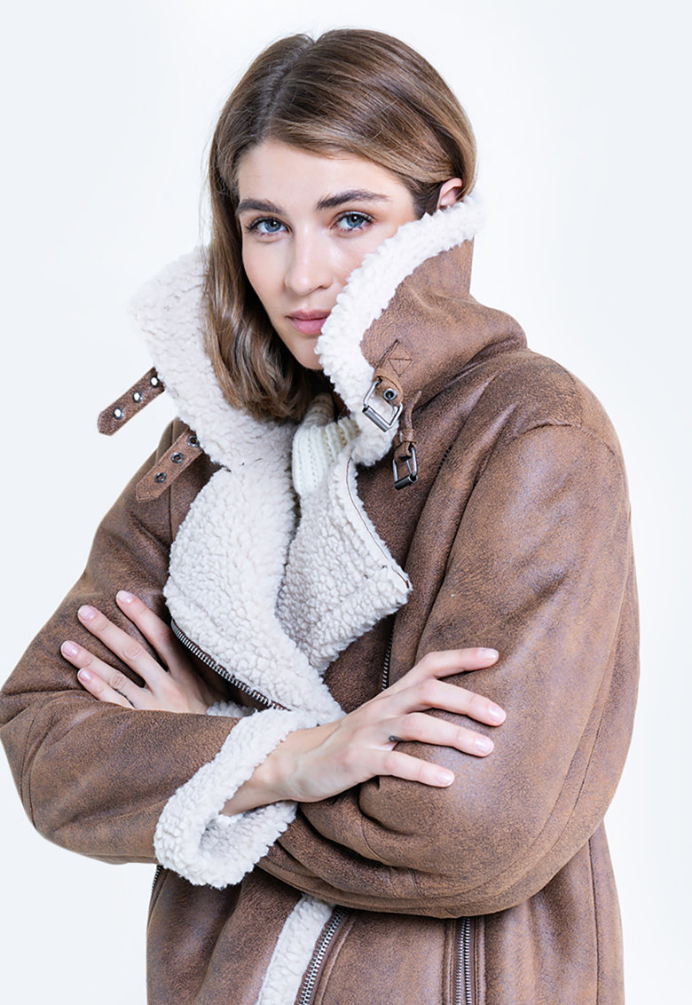 Jacheta din piele ecologica cu captuseala din blana shearling sintetica