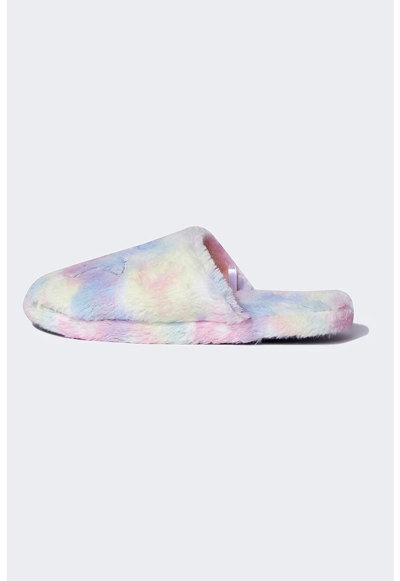 Papuci de casa pufosi cu model tie-dye