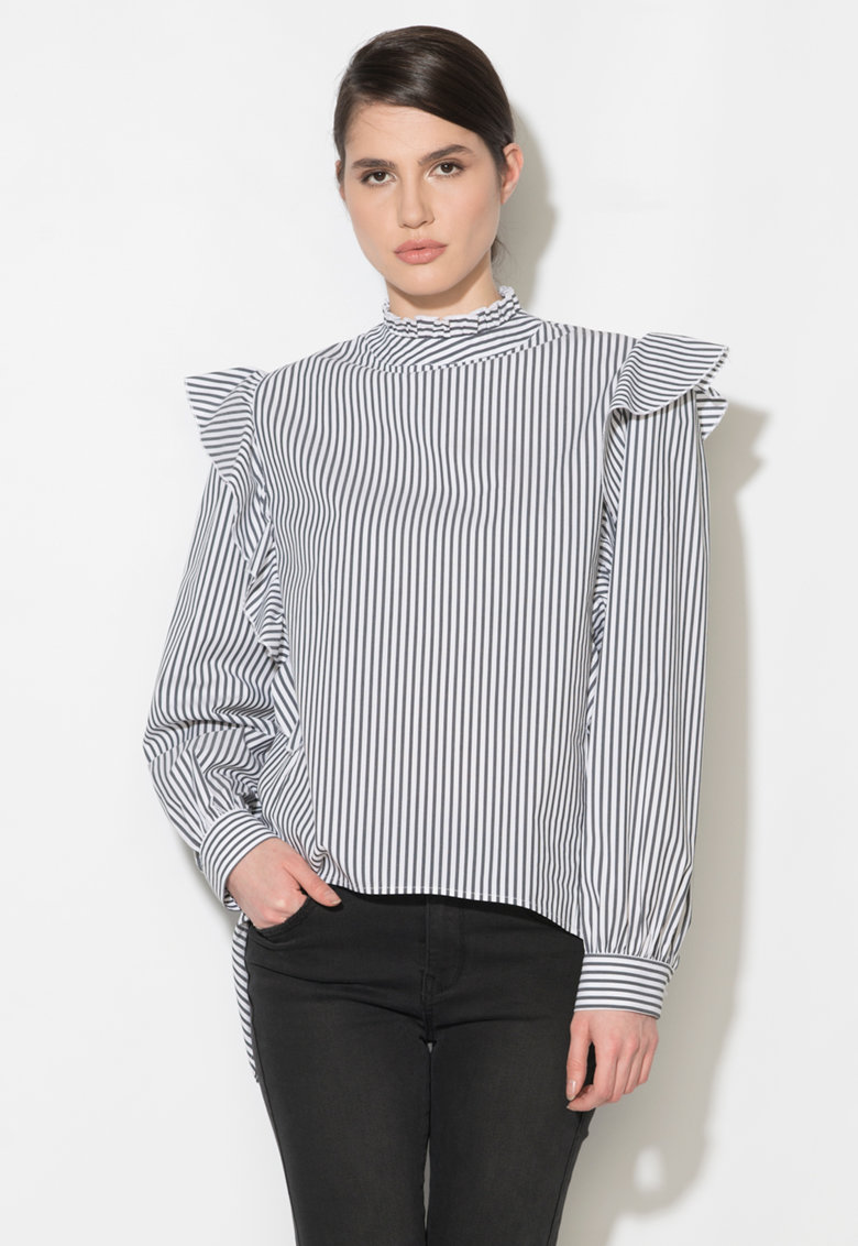Bluza cu model in dungi si volane