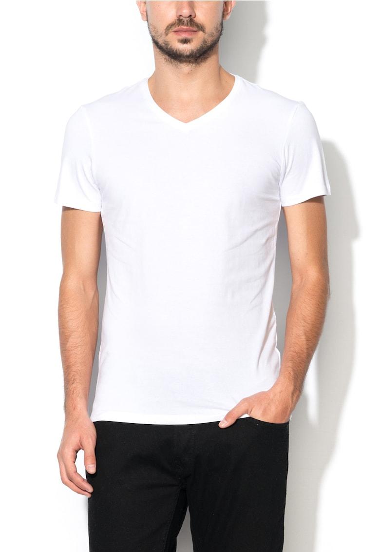 Set de tricouri albe cu decolteu in V - 2 piese imagine