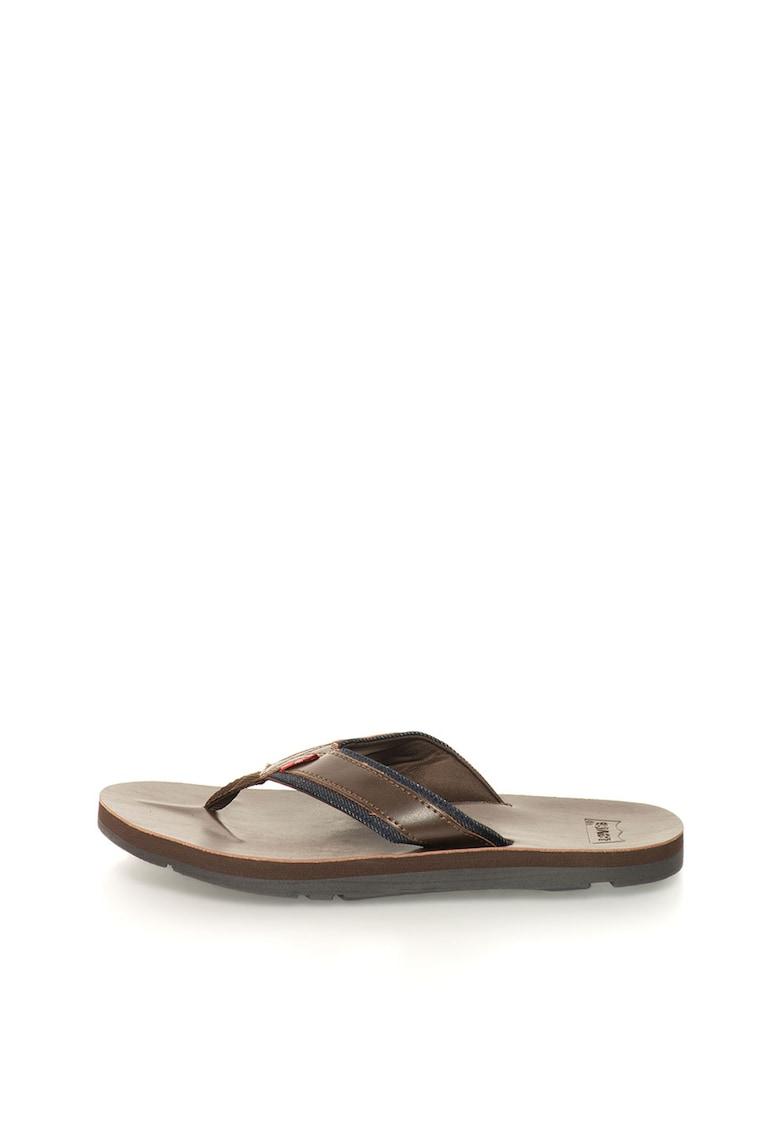 Papuci flip-flop maro inchis cu garnituri de denim